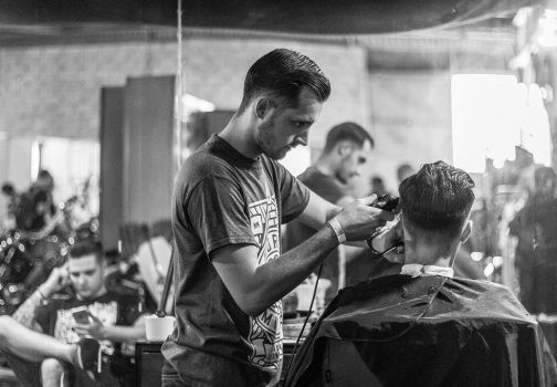 Jakie są rodzaje peleryn fryzjerskich?
